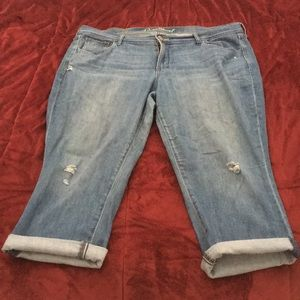 Old Navy Sweetheart Crop Jeans - Size 16